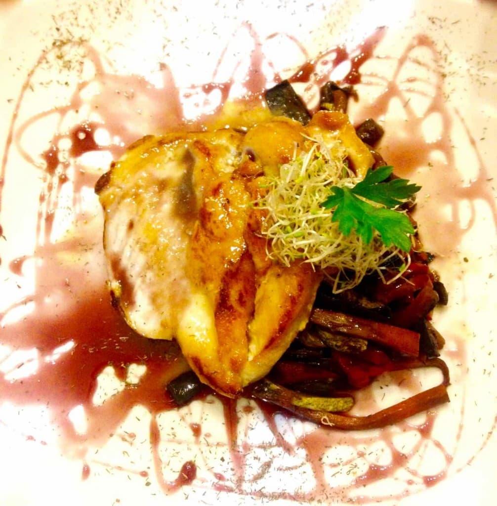 Chicken in merlot sauce at Cafe del Pintor, Valparaiso