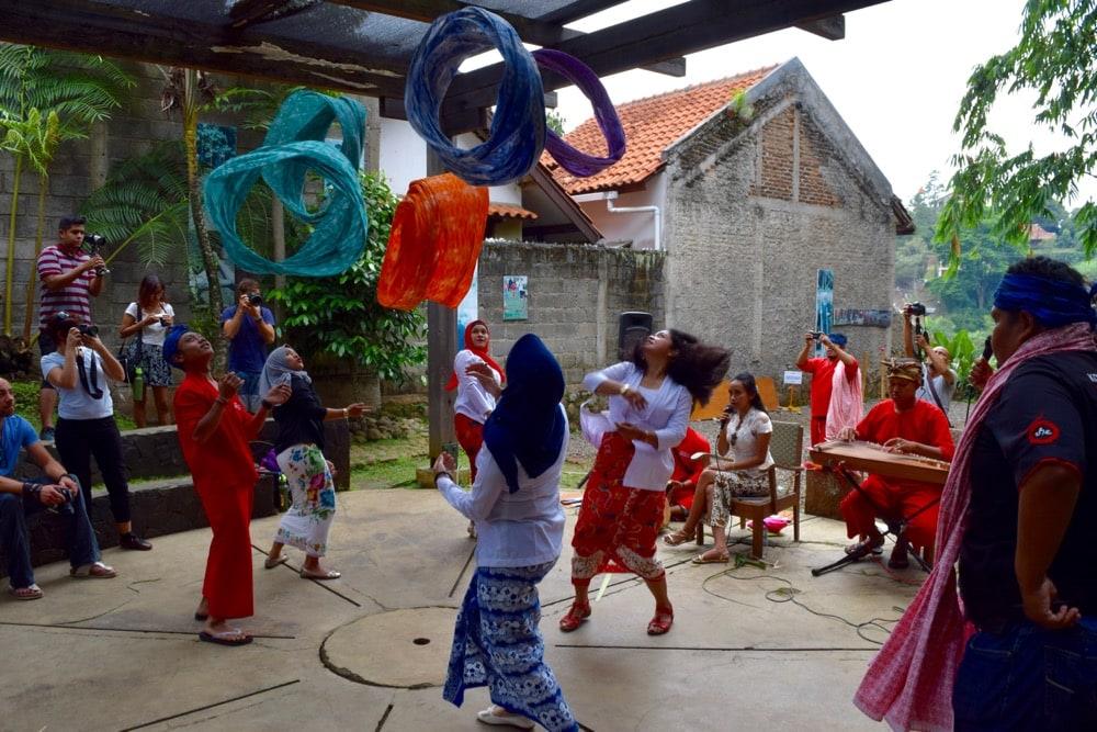 Incredible scarf throwing at Komunitas Hong, Bandung, Indonesia