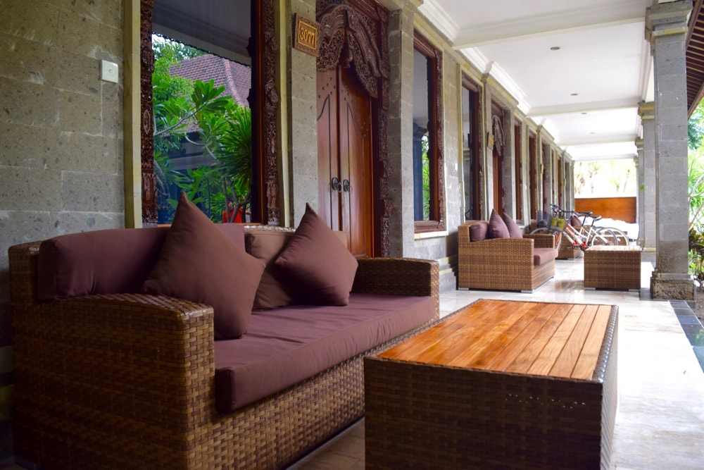Outdoor lounge area at Hotel Ombak Sunset, Gili T