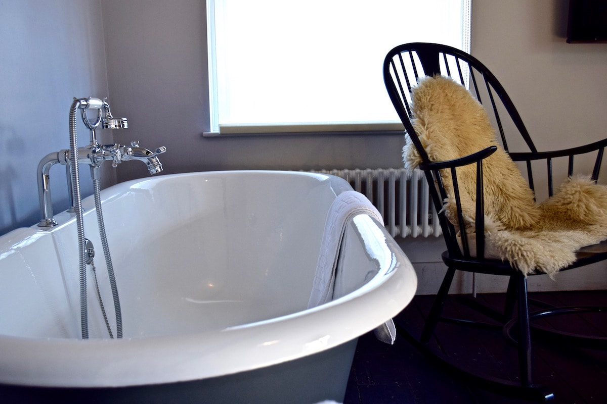 Bathtubs in the bedrooms at The Crown Inn, Amersham