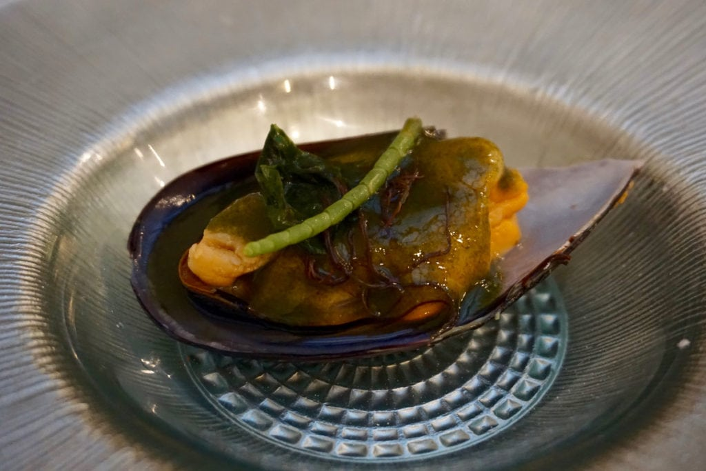 Mussel with seaweed at La Marmita Centro, Cadiz