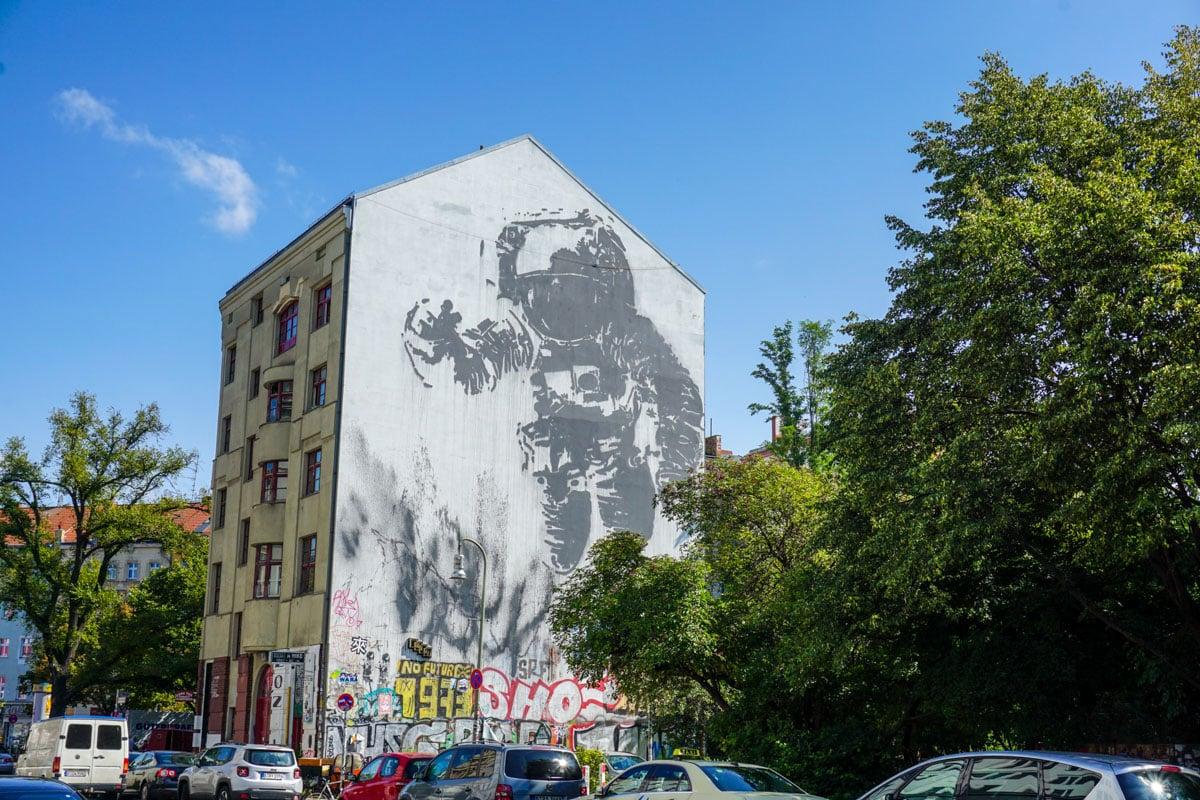 Astronaut Cosmonaut - Berlin Street Art