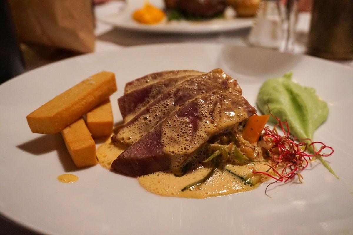 Seared tuna main course at La Vigna, Nice