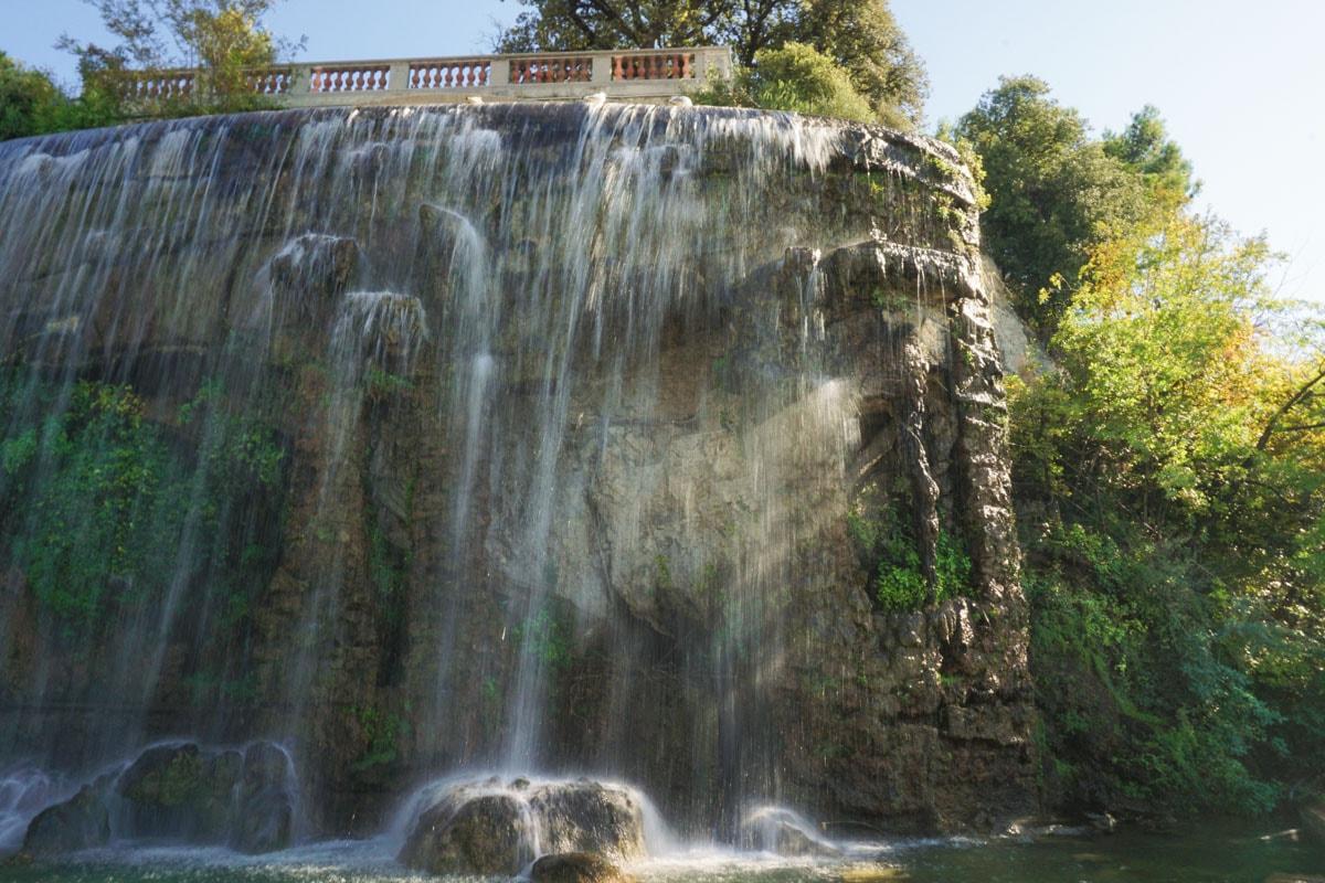 The waterfall in Parc De La Colline Du Chateau