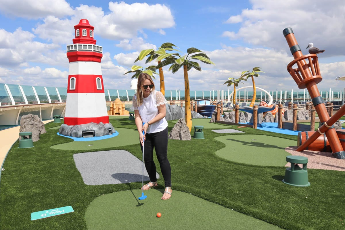 Mini golf on board Royal Caribbean Independence Of The Seas