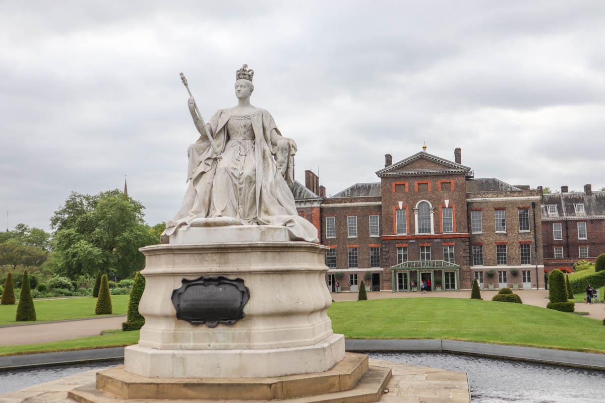 Queen Victoria statue in front of Kensington Palace, London