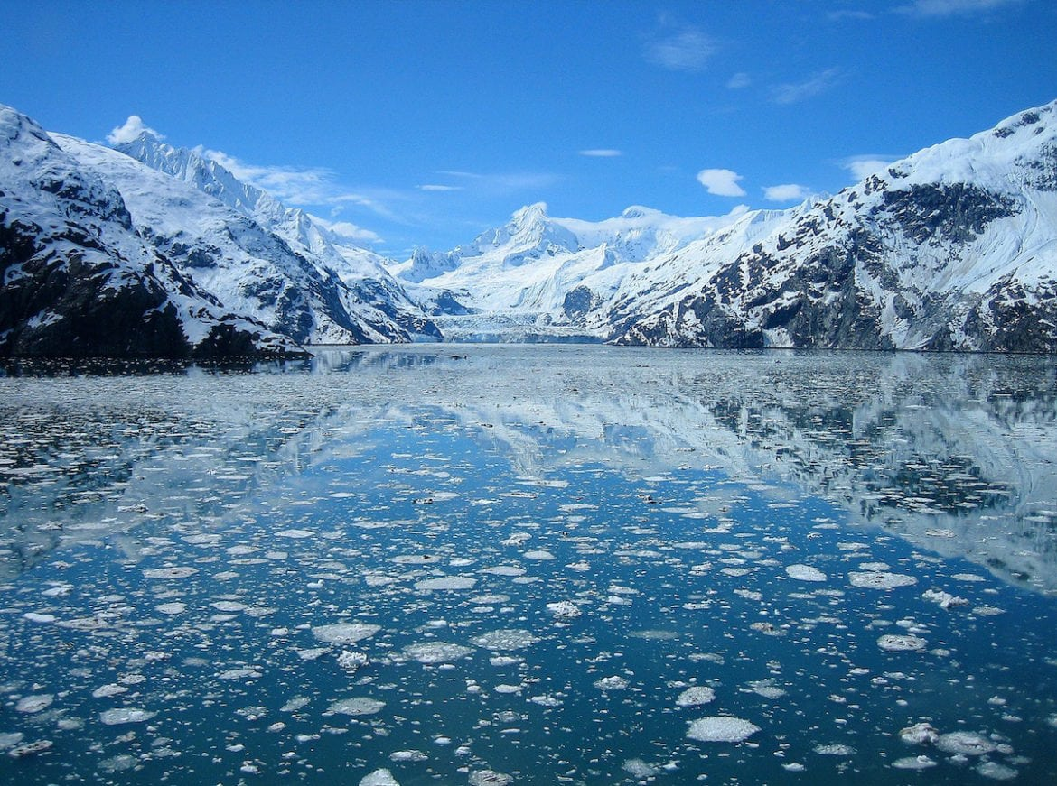 Incredible views of mountains and glaciers in Alaska