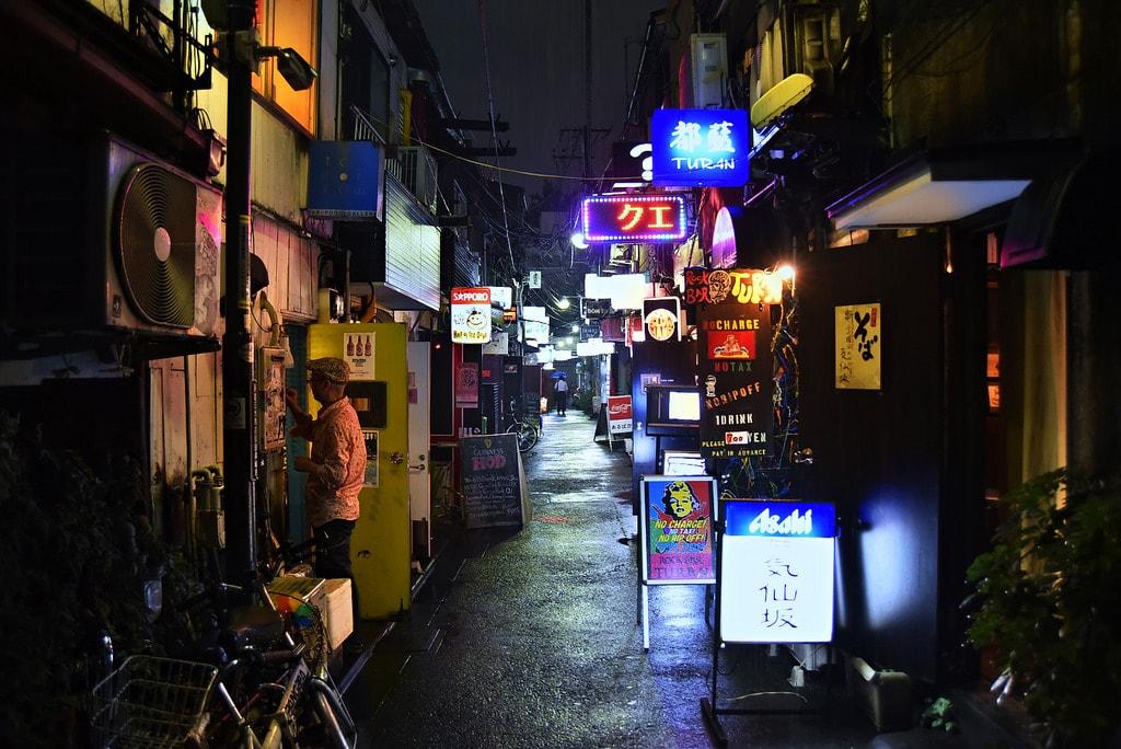 Golden Gai, Tokyo, Japan (Photo: ajpscs - Flickr)