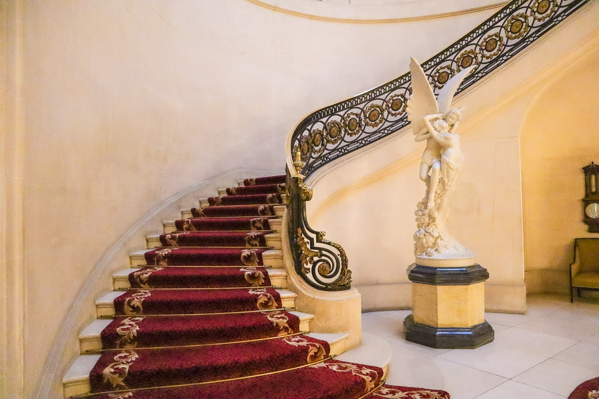The grand staircase at Luton Hoo Hotel, Golf & Spa