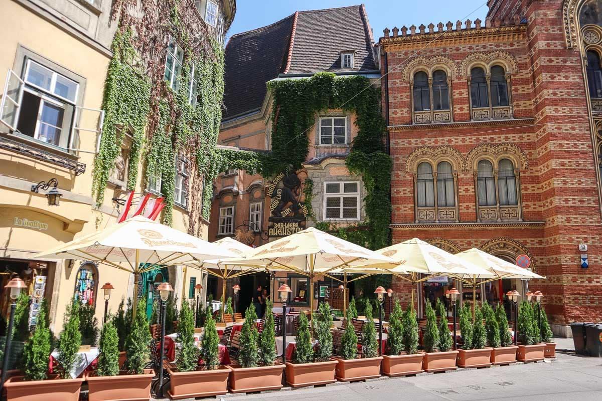 Pretty cafe in Vienna city centre