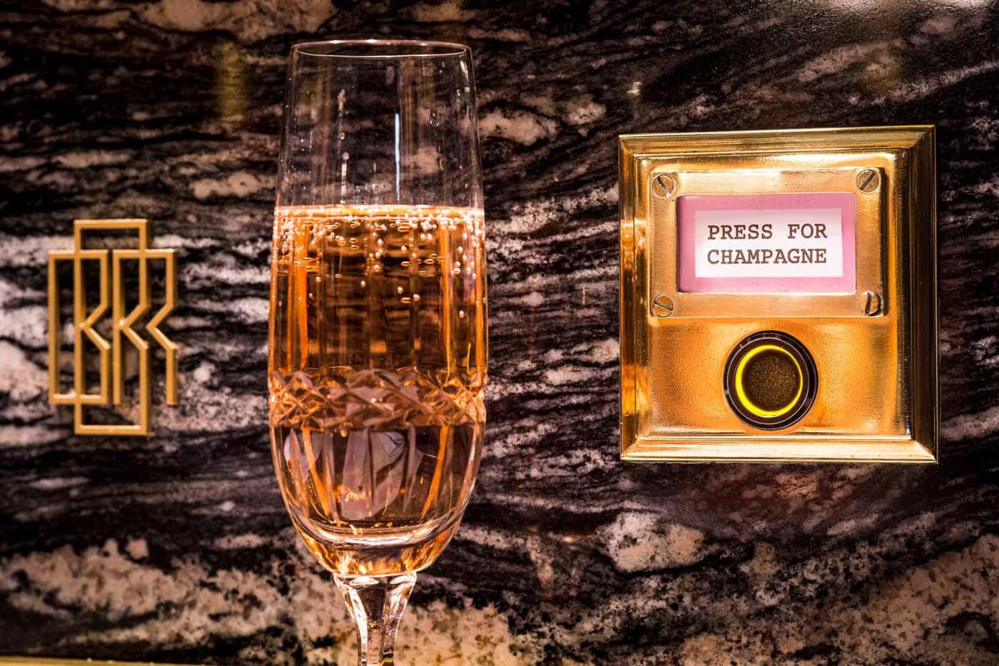 Appuyez pour le champagne (Photo: Bob Bob Ricard)
