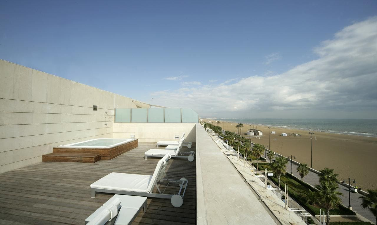 Rooftop and beach views at Hotel Neptuno, Valencia