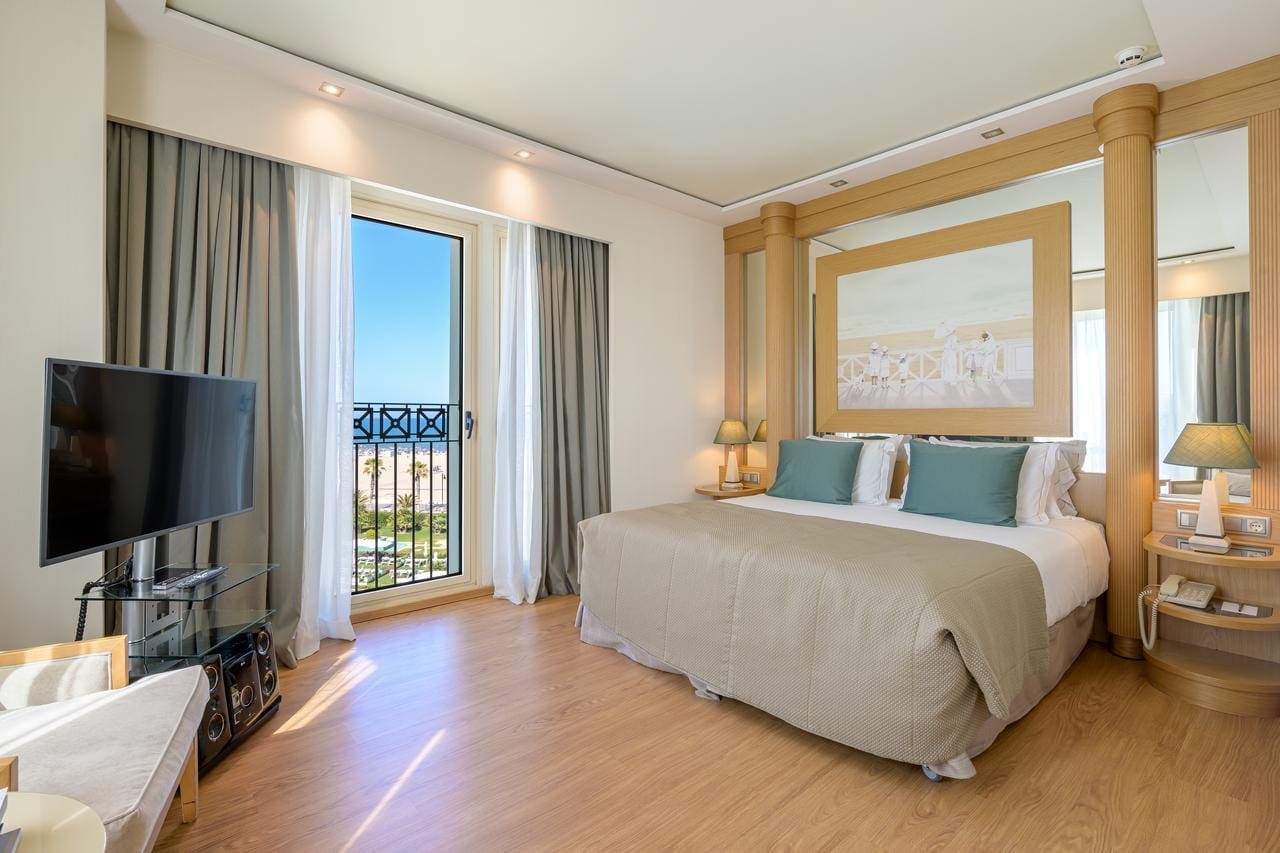 Bedroom at Las Arenas Balneario Resort, Valencia