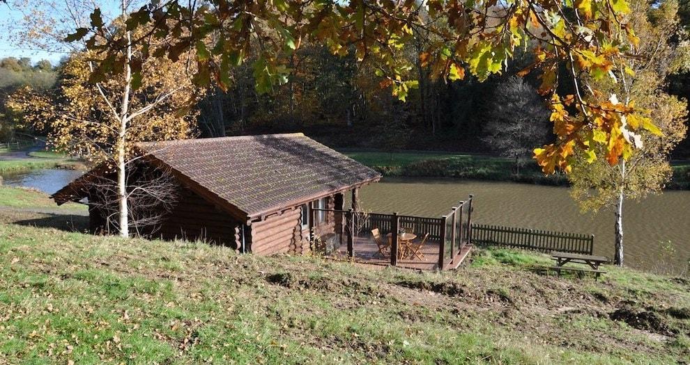 Log Cabin On The Lake, Kent