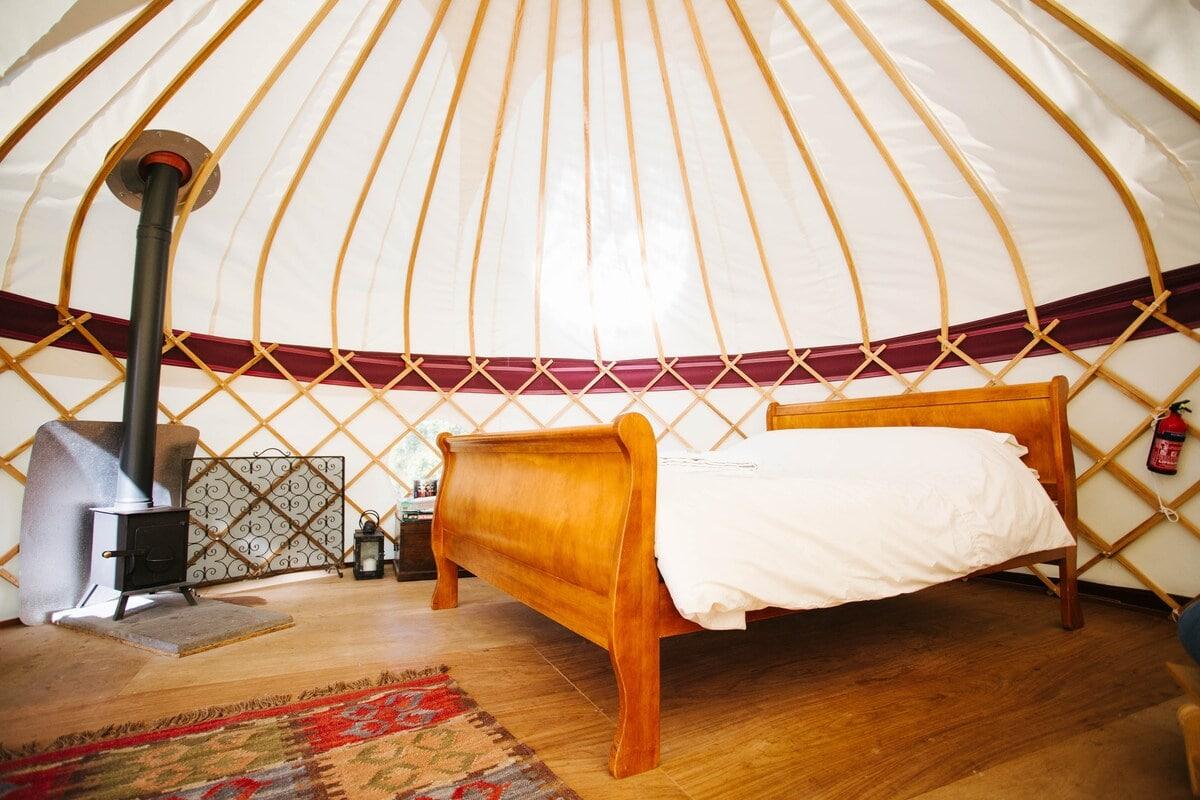 Elegant Hilltop Yurt, Kent