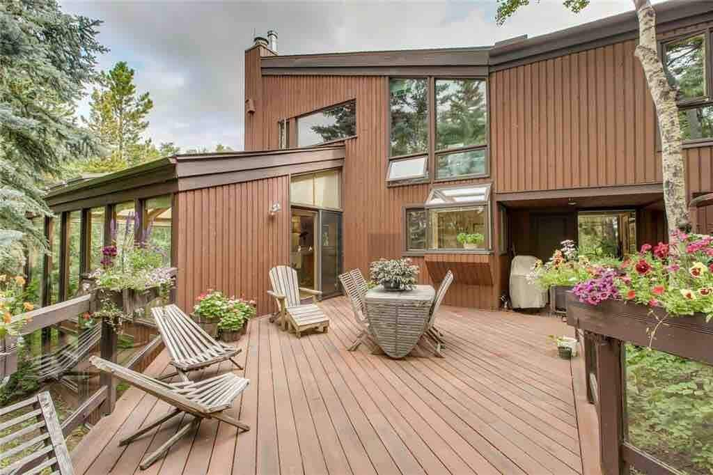 Woodland Treehouse Hideaway, Near Calgary, Alberta