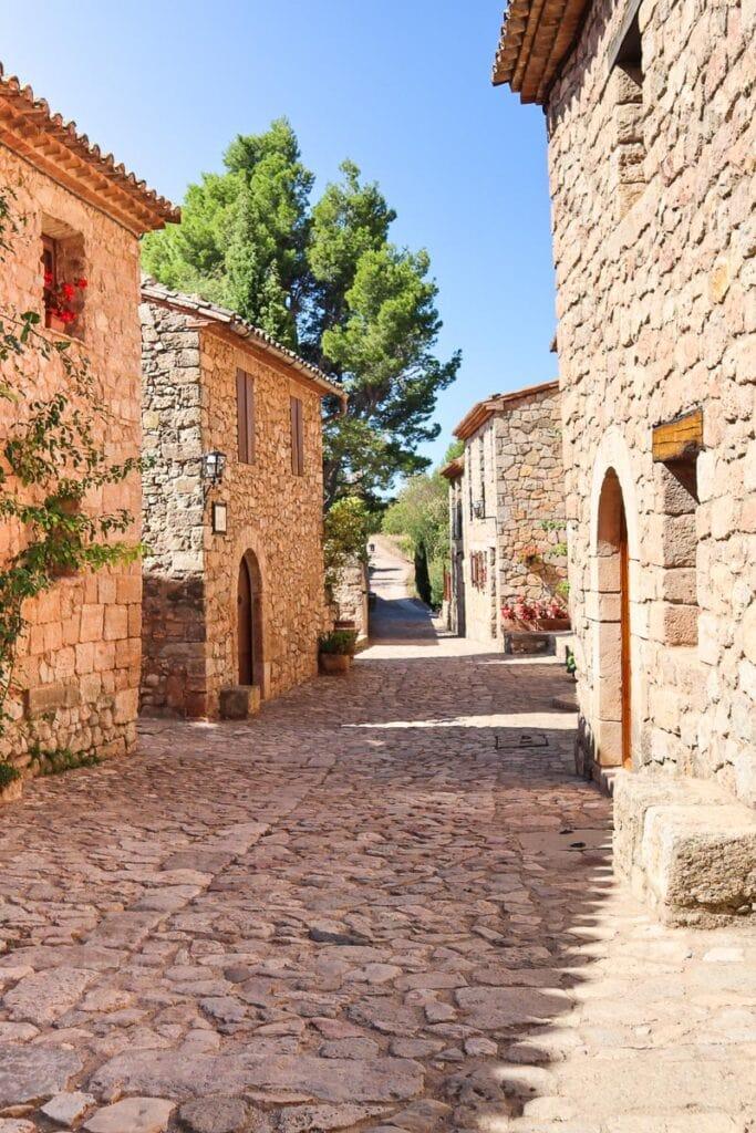 Pretty streets of Siurana, Catalonia